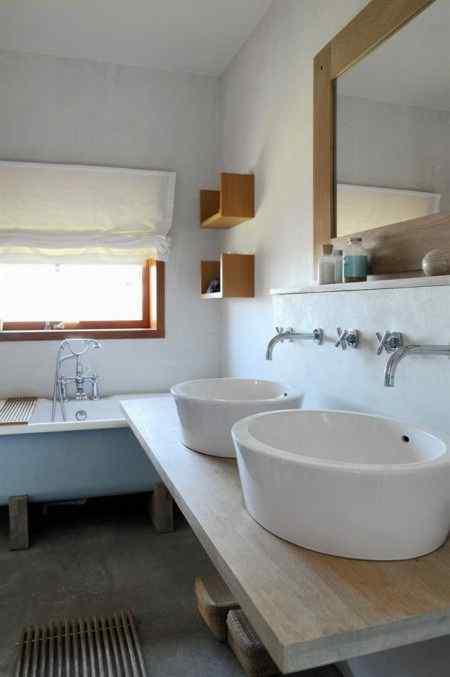 Baño con 2 bachas en chalet playero