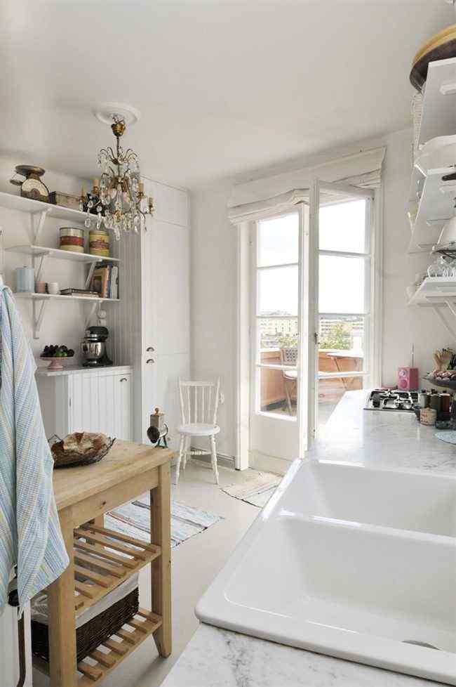Cocina de estilo nórdico y rústico en un departamento pequeño de 47 metros