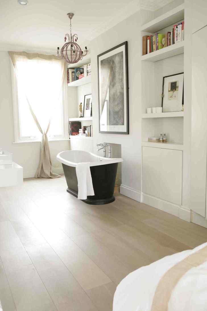 Decoración de interiores de casas modernas: dormitorio principal con baño integrado