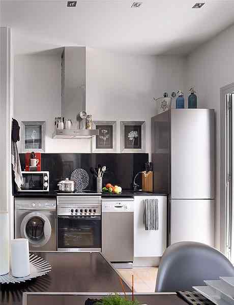 Monoambiente con paredes en gris con una cuidadosa decoración