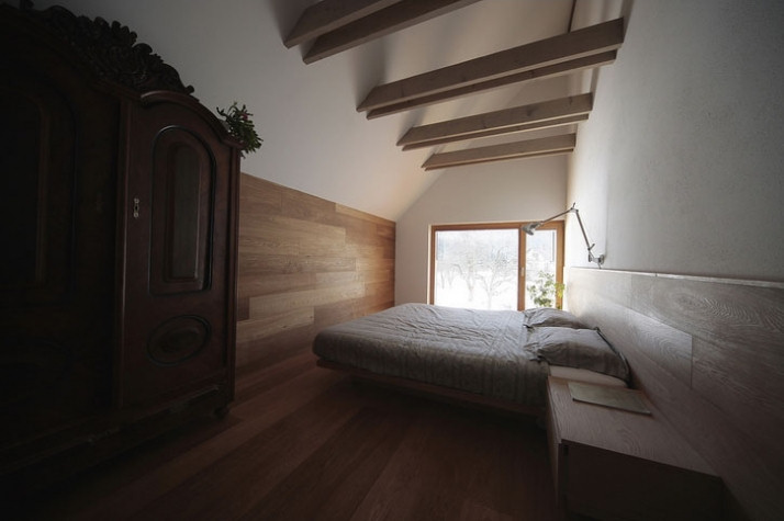 Diseño interior y exterior moderno contemporáneo en una cabaña alpina 11