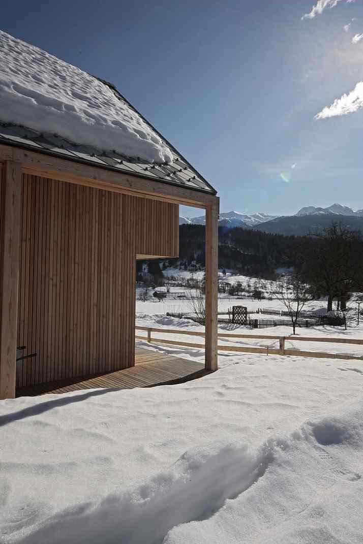Diseño interior y exterior moderno contemporáneo en una cabaña alpina 4