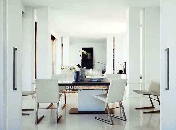 Casa con interiores modernos contemporáneos: living comedor integrados