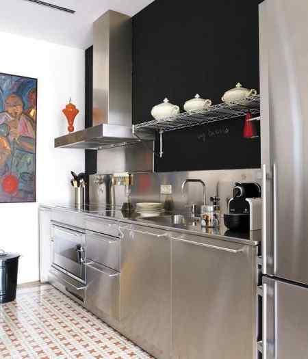 Interiores modernos en departamento antiguo for Cocinas de apartamentos modernos