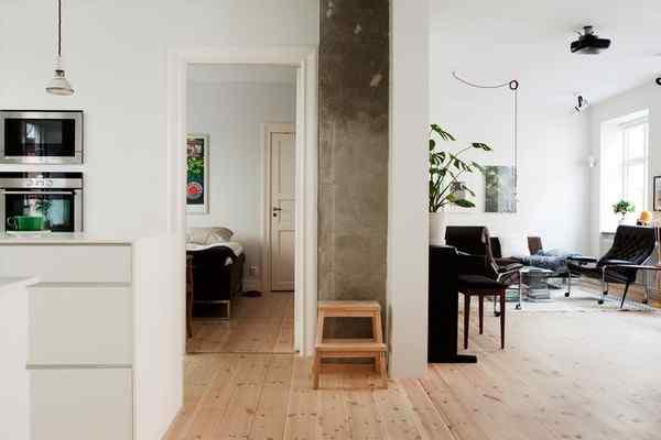 Puro blanco y mucha madera en la decoración de un departamento de 2 ambientes