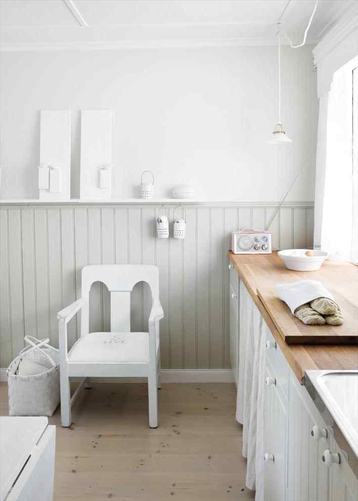 Una casa pequeña de estilo nórdico rústico en blanco puro 1