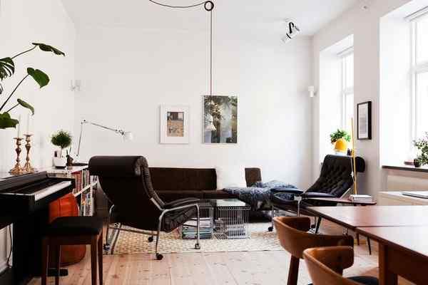 Puro blanco y mucha madera en la decoración de un departamento de 2 ambientes 3