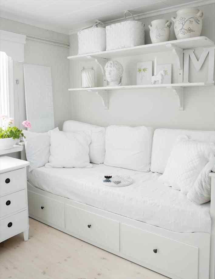 Una casa pequeña de estilo nórdico rústico en blanco puro 8