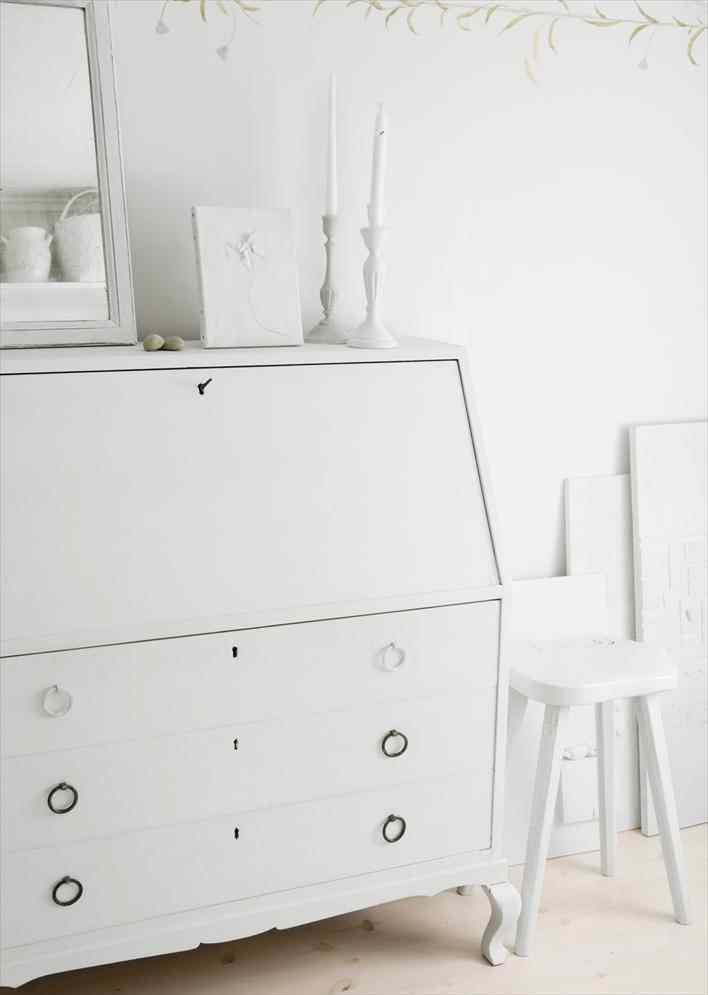 Una casa pequeña de estilo nórdico rústico en blanco puro 5