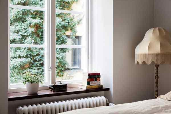 Puro blanco y mucha madera en la decoración de un departamento de 2 ambientes 8