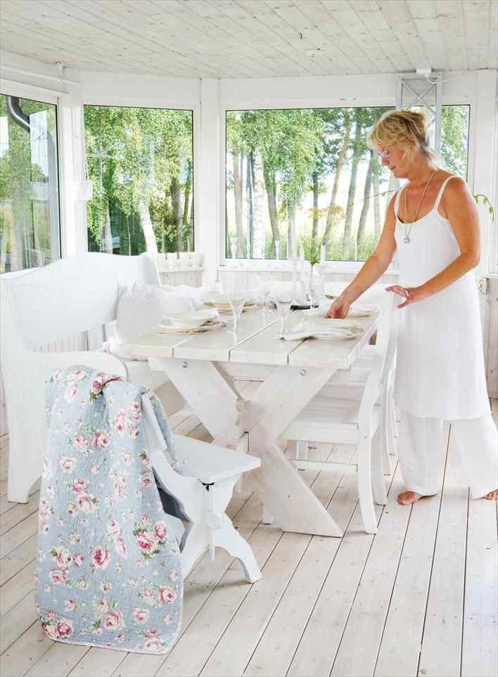 Una casa pequeña de estilo nórdico rústico en blanco puro 7