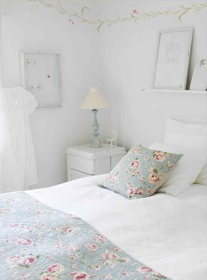 Una casa pequeña de estilo nórdico rústico en blanco puro 9