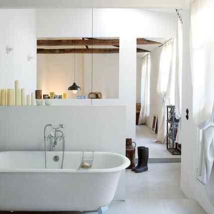 Espacios reducidos: elegante miniloft de 42 metros - baño integrado al dormitorio
