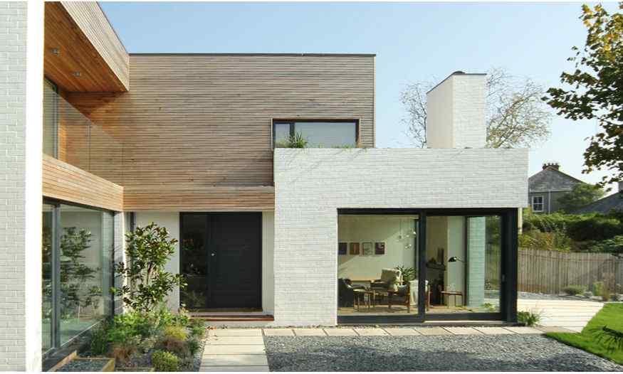 Interiores modernos por kathryn tyler - Jardines exteriores de casas modernas ...