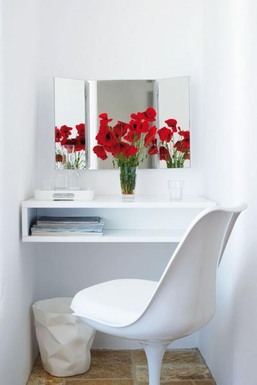 casa en blanco absoluto y detalles rústicos Grecia, escritorio