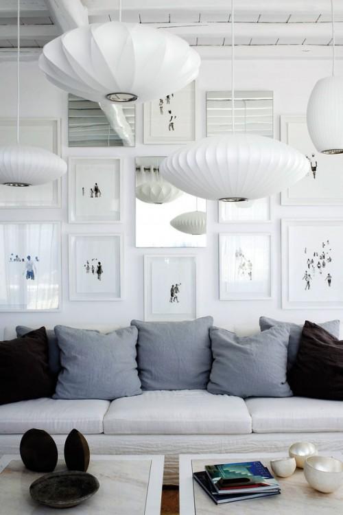 casa en blanco absoluto y detalles rústicos Grecia living sillon