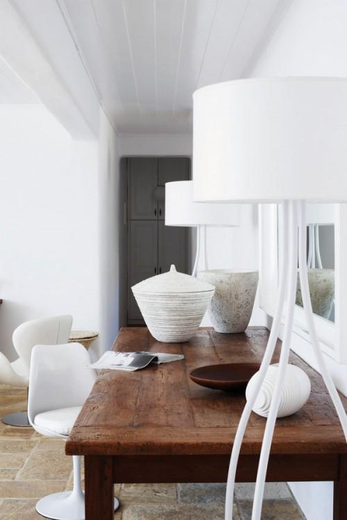 casa en blanco absoluto y detalles rústicos Grecia