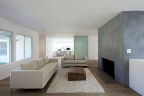 Sillones modernos en casa moderna minimalista