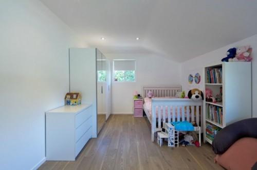 Cuarto chicos en casa moderna minimalista