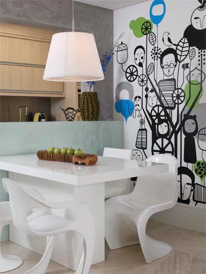 Diseño de interiores de departamentos modernos: comedor con pared baja que lo divide de la cocina