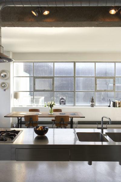 Cocina en loft moderno estilo industrial