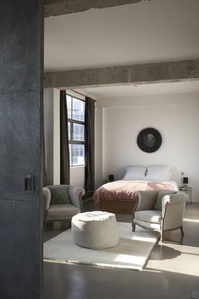 Habitación loft moderno estilo industrial
