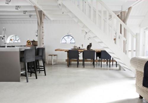 Living comedor de estilo rústico moderno con pisos de cemento alisado