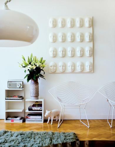 Departamento ambientado en estilo retro - sillas Diamond