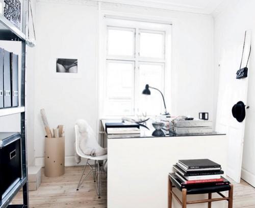 Interiores departamento minimalista blanco escritorio