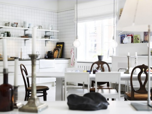 Interiores modernos de un departamento estilo escandinavo