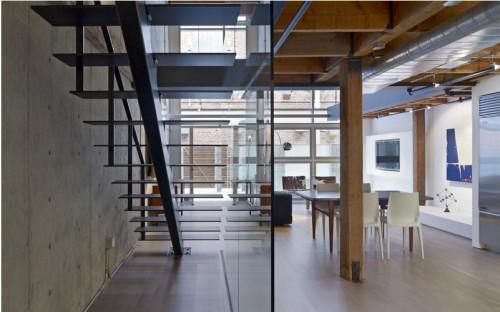 Escalera minimalista loft moderno