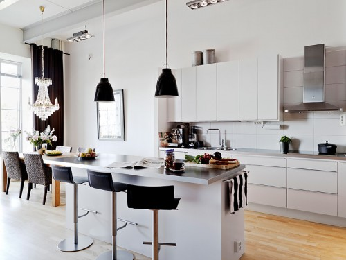 Cocina blanca con barra