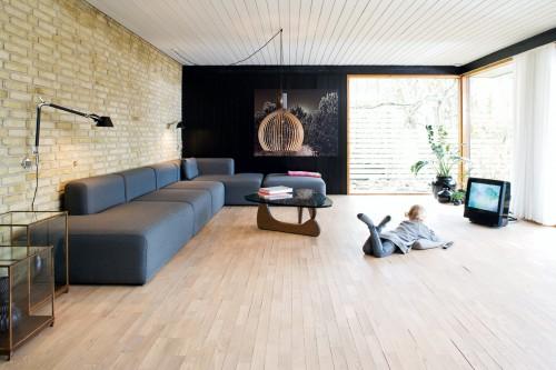Living moderno en una casa de los años '60