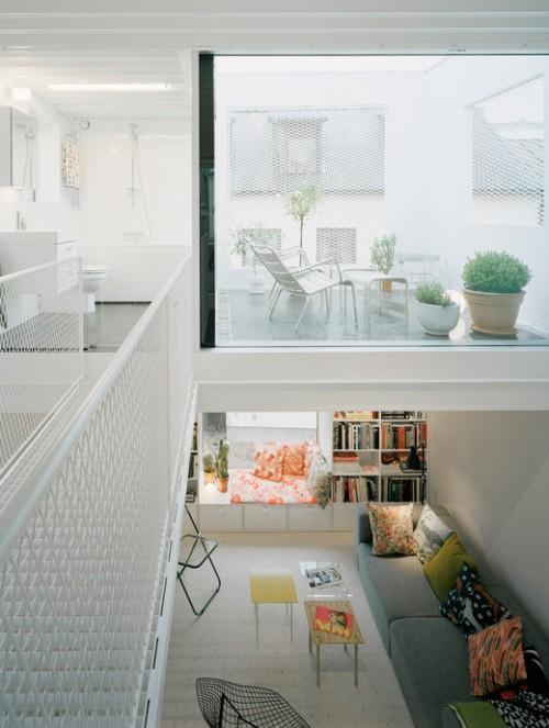 Living en doble altura en casa estilo loft