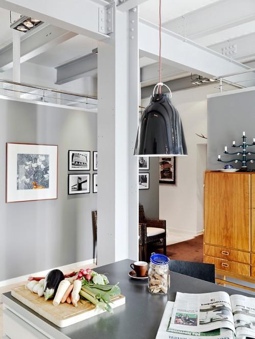 Paredes grises en departamento estilo loft