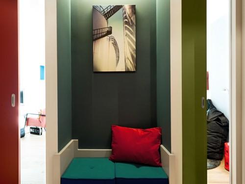 Colores fuertes en apartamento de diseño moderno