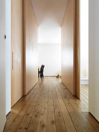 Departamento con decoración minimalista cálida