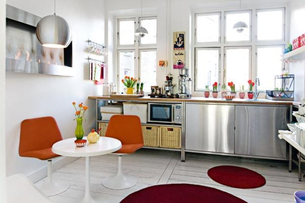 Interiores de un departamento pequeño en estilo retro