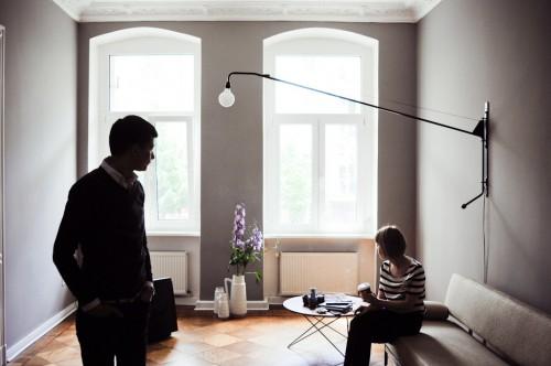 Interior de un departamento con muebles de diseño clásico modernos: living