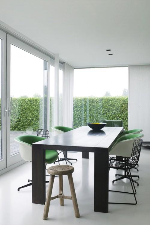 Comedor moderno con muebles retro