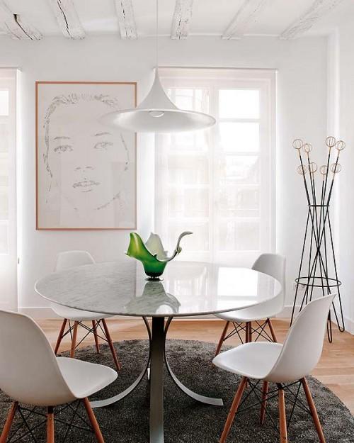 Comedor con sillas Eames