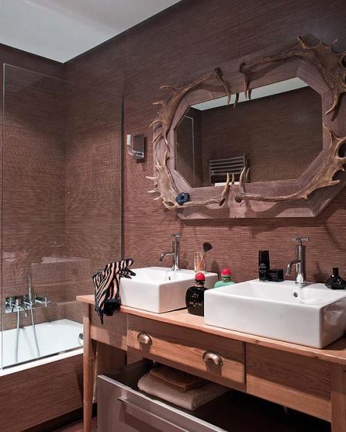 Baño moderno con detalles rústicos