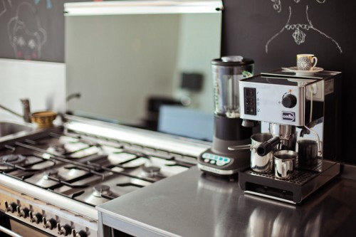 Cocina moderna mesada de acero