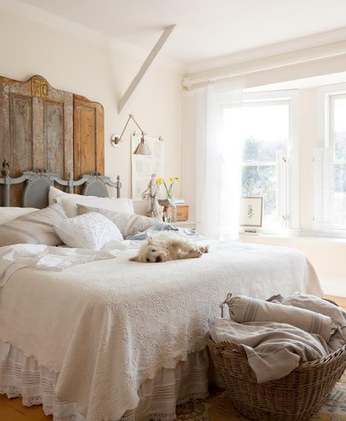 Inspiring Rustic Bedroom Ideas To Decorate With Style: Casa De Campo Con Muebles Rústicos, Clásicos Y Modernos