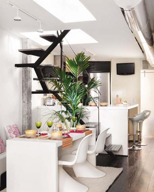 Comedor y escalera moderna