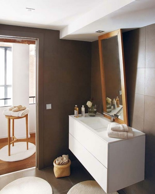 Baño moderno en loft de estilo industrial