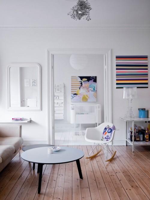 Ambientes blancos y muchos cuadros 3