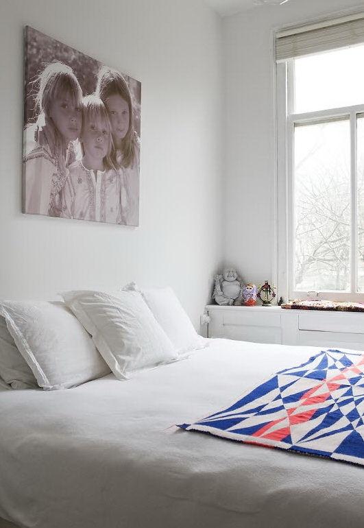 El color blanco es protagonista en la decoración del dormitorio