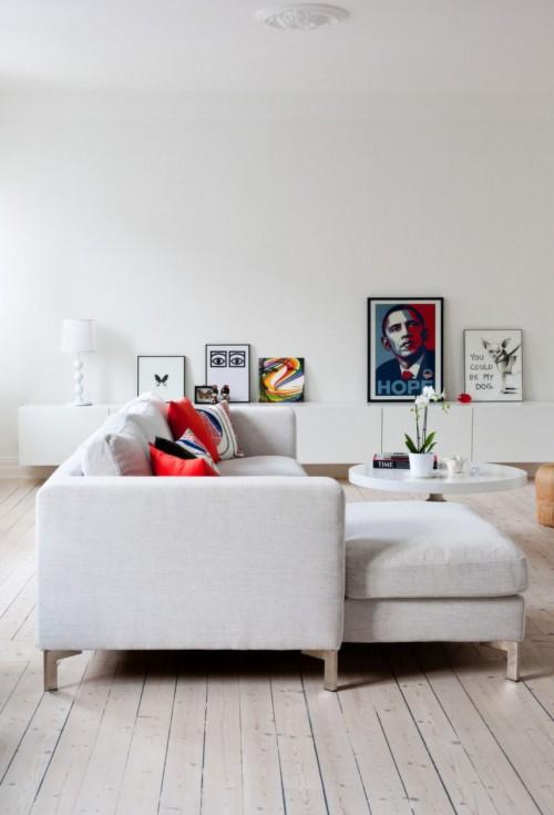 Living moderno en estilo nordico con acentos de color