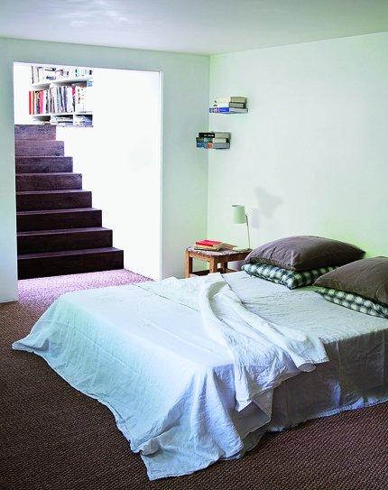 Dormitorio con decoración sencilla